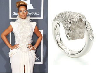 rough diamond engagement ring of rihanna